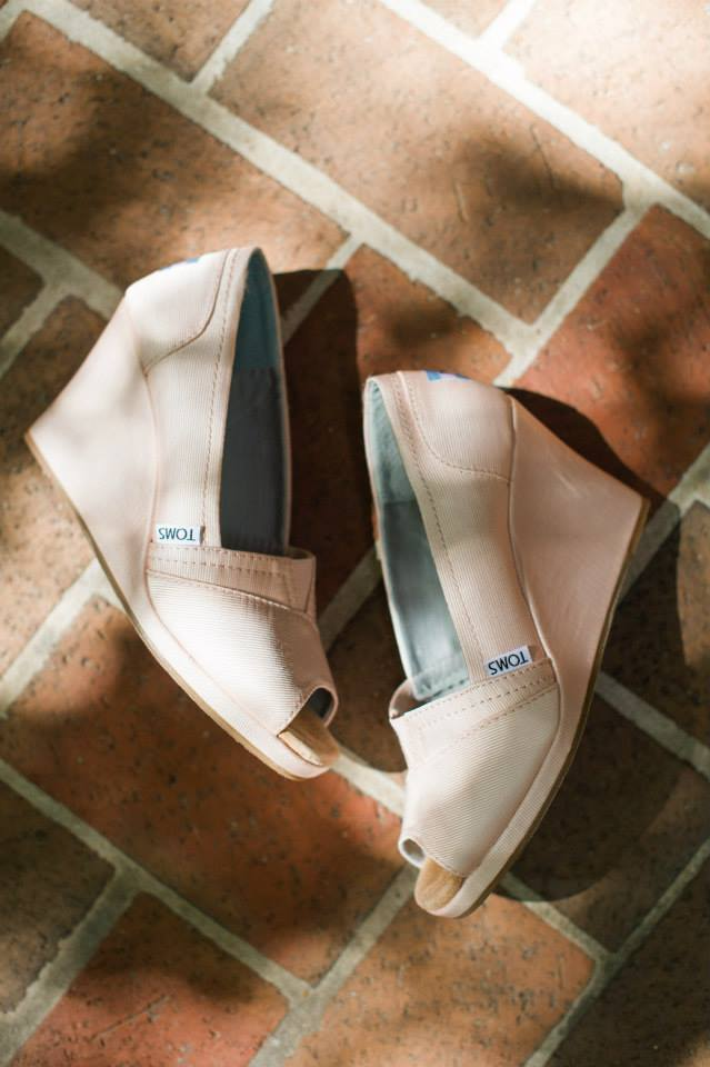 Toms wedding shoes spindle photogrpahy